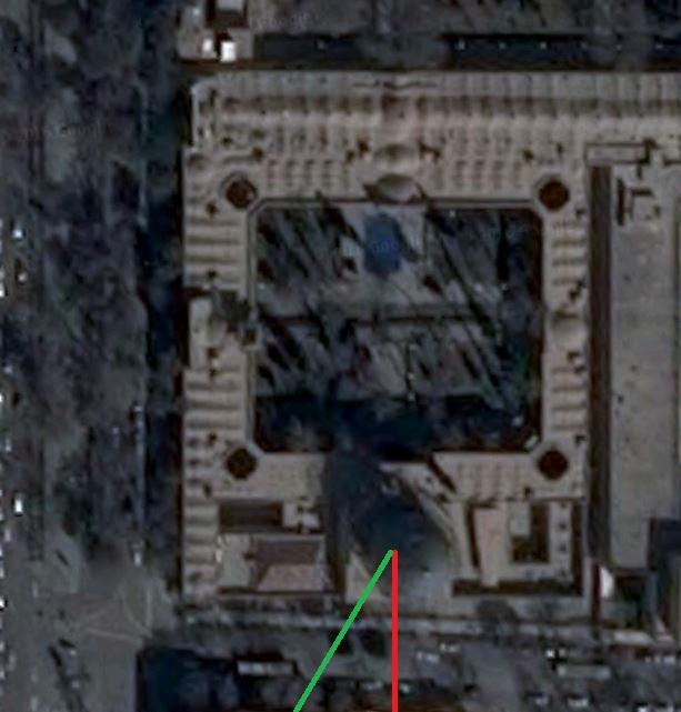 انحراف قبله تقریباً 45 درجه ای در مسجدِ مدرسه چهارباغ