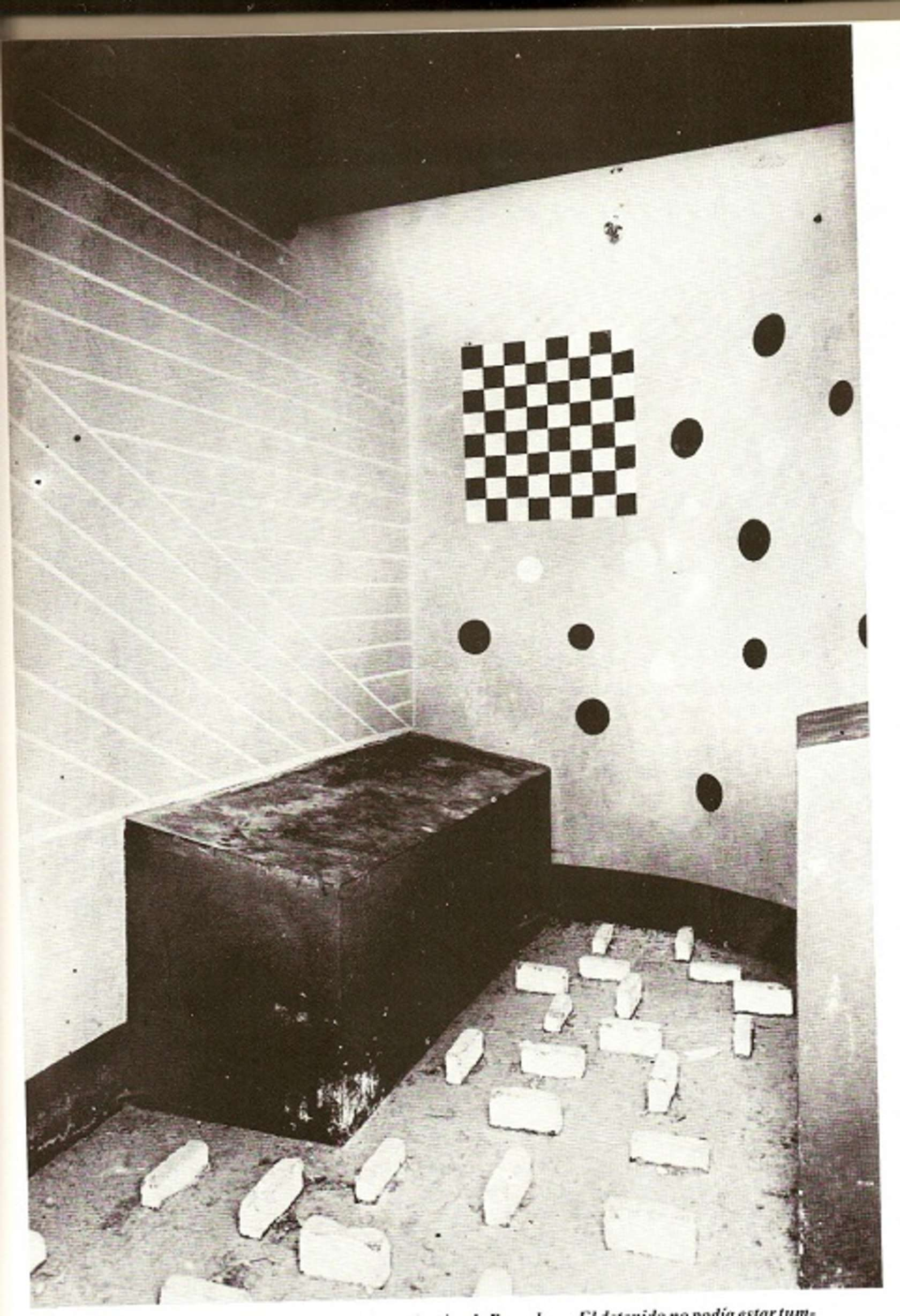 یکی از سلولهای بازسازی شدهی زندان با استفاده از اعترافات لارنسیس؛ تصویر: Open Culture