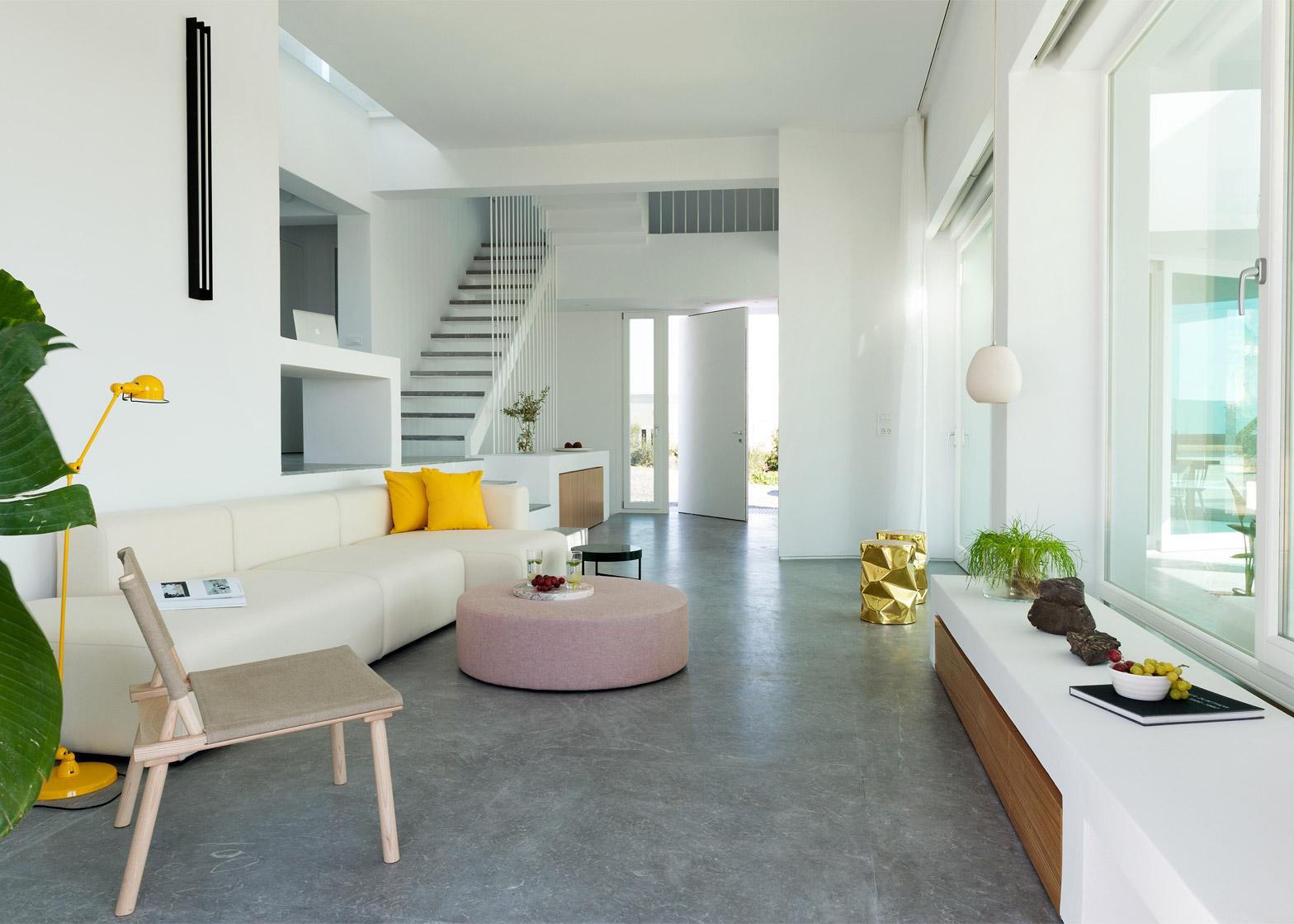 Summer-House-in-Santorini_Kapsimalis-Architects_dezeen_1568_13