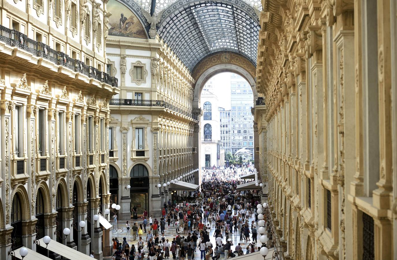 People walk along the Galleria Vittorio Emanuele II shopping mall in Milan, August 25, 2015. Long the ugly sister to Florence, Venice and Rome, Italy's business capital Milan is enjoying a renaissance, its once drab skyline coming to life and a new creative vibrancy emerging. Picture taken August 25, 2015. To match Feature ITALY-MILAN/ REUTERS/Flavio Lo Scalzo