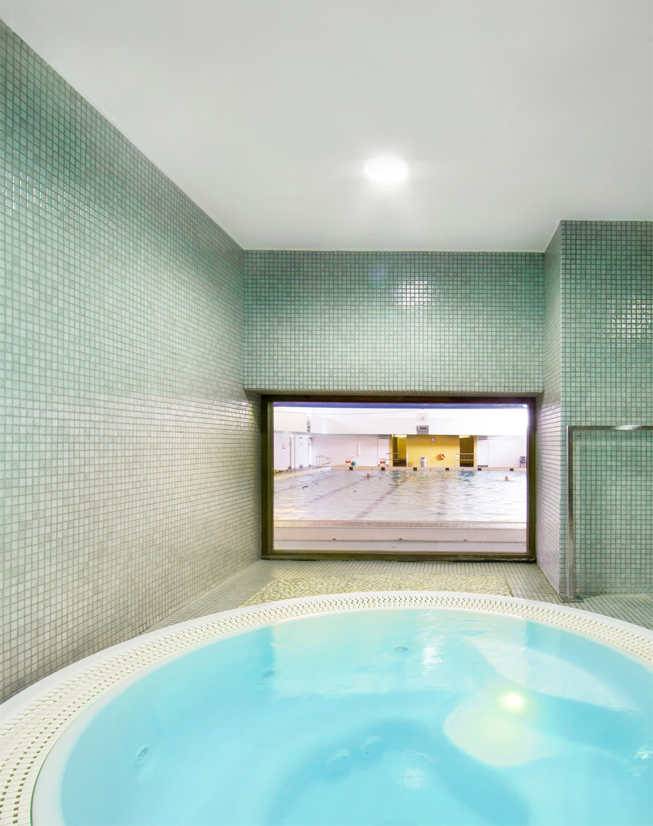 nenagh-leisure-centre-town-park-abk-architects-county-tipperary-ireland-swimming-pool-_dezeen_936_2