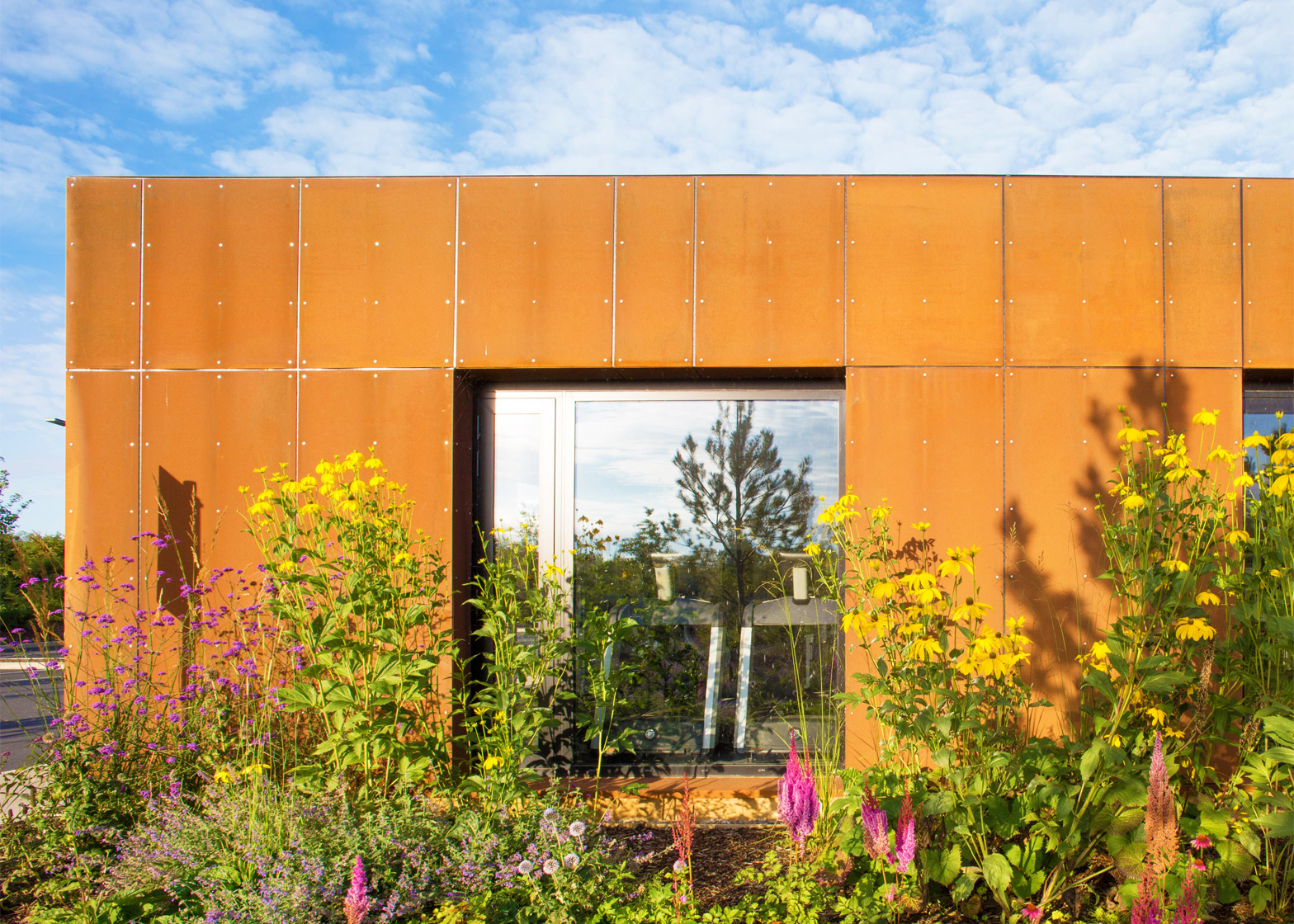 nenagh-leisure-centre-town-park-abk-architects-county-tipperary-ireland-swimming-pool_dezeen_1568_1