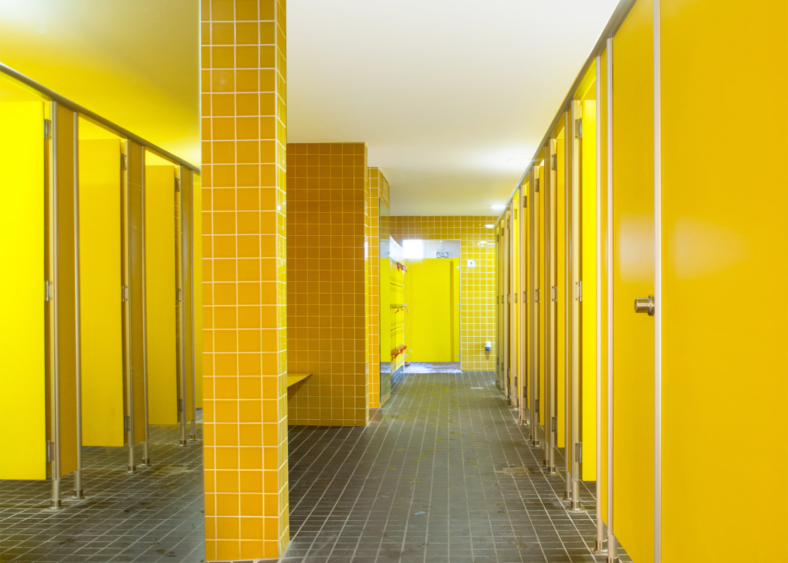 nenagh-leisure-centre-town-park-abk-architects-county-tipperary-ireland-swimming-pool_dezeen_1568_3