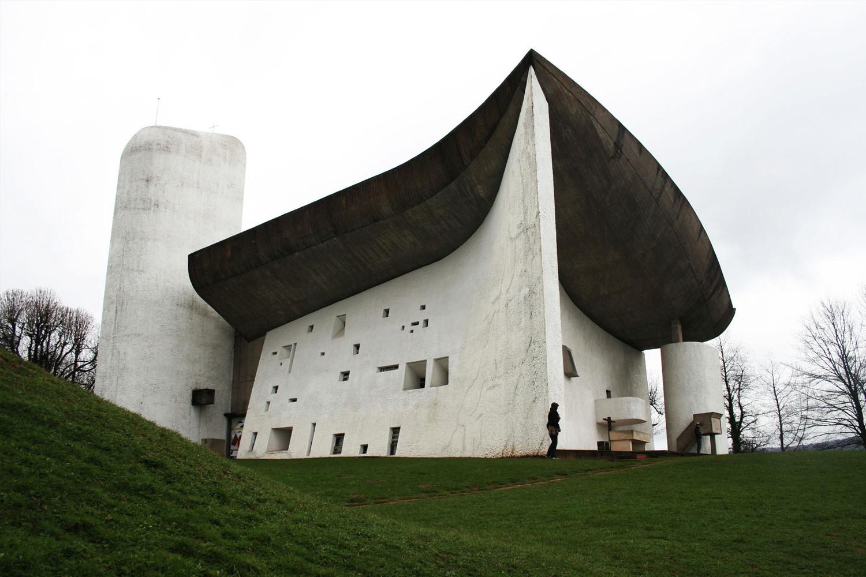 رونشامپ؛ یکی از عجیب ترین اثار معماری لوکوربوزیه