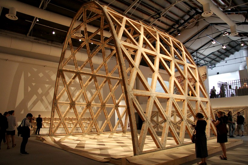 solano-benitez-brick-arch-venice-architecture-biennale-designboom-001-818x545