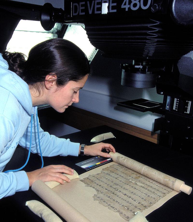 800px-digitisation_of_a_dunhuang_manuscript