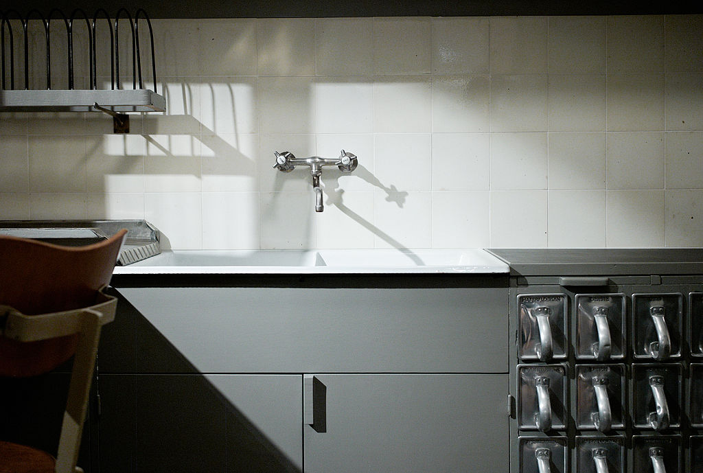آشپزخانهی فرانکفورت. مارگارت شوته-لیهوتزکی. از Wikimedia