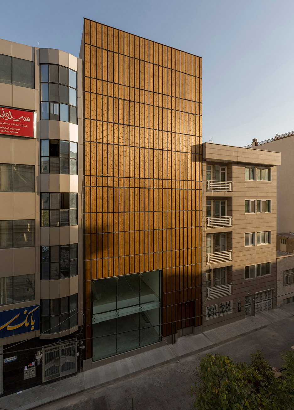 office-block-tehran-lp2-architecture-studio-iran-commercial-facade-connection-relationship-interior-exterior-wood_dezeen_936_12
