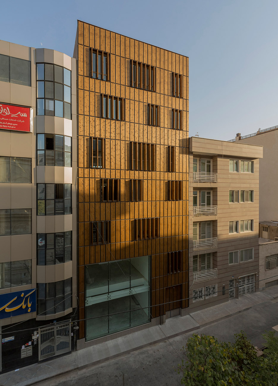 office-block-tehran-lp2-architecture-studio-iran-commercial-facade-connection-relationship-interior-exterior-wood_dezeen_936_13