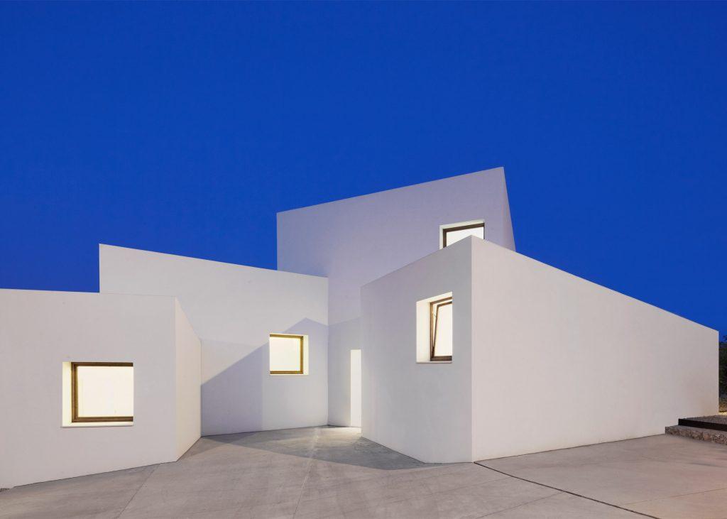 خانهها: خانهی MM، در مایورکا، اسپانیا. از OHLAB