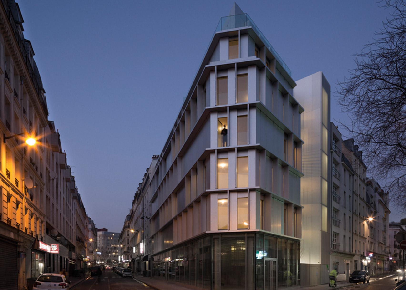 مجتمع مسکونی: سر آلومینیومی، در پاریس، فرانسه. از Babin and Renaud Architectes
