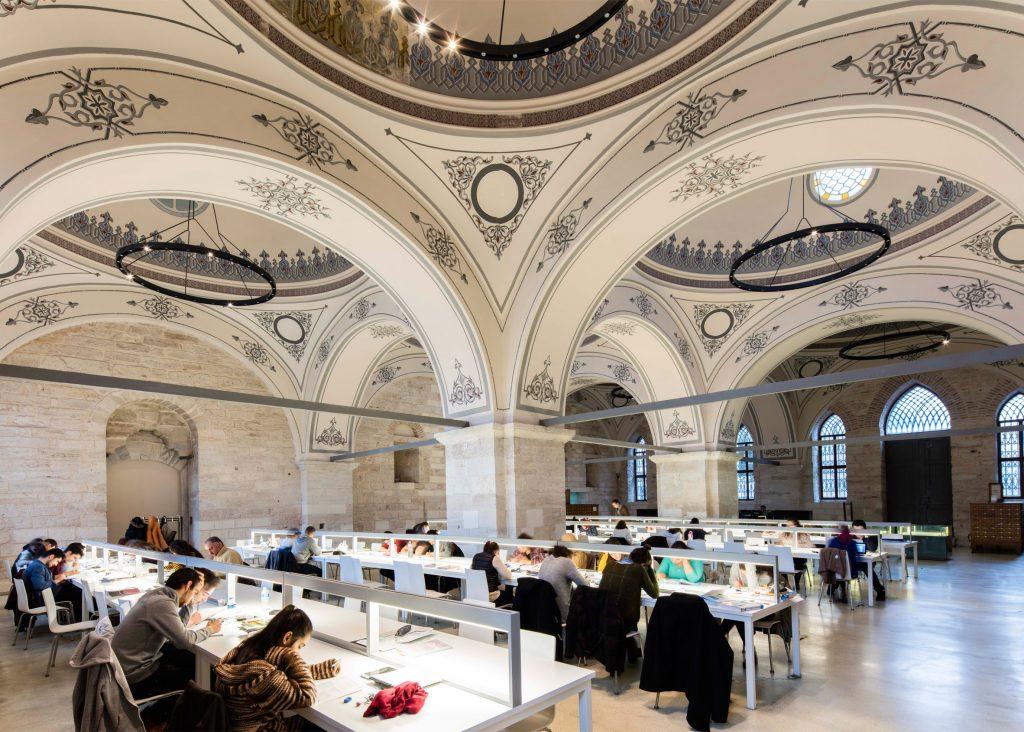 نوسازی: کتابخانهی دولتی بیازیت، در استانبول، ترکیه. از Tabanlioglu Architects