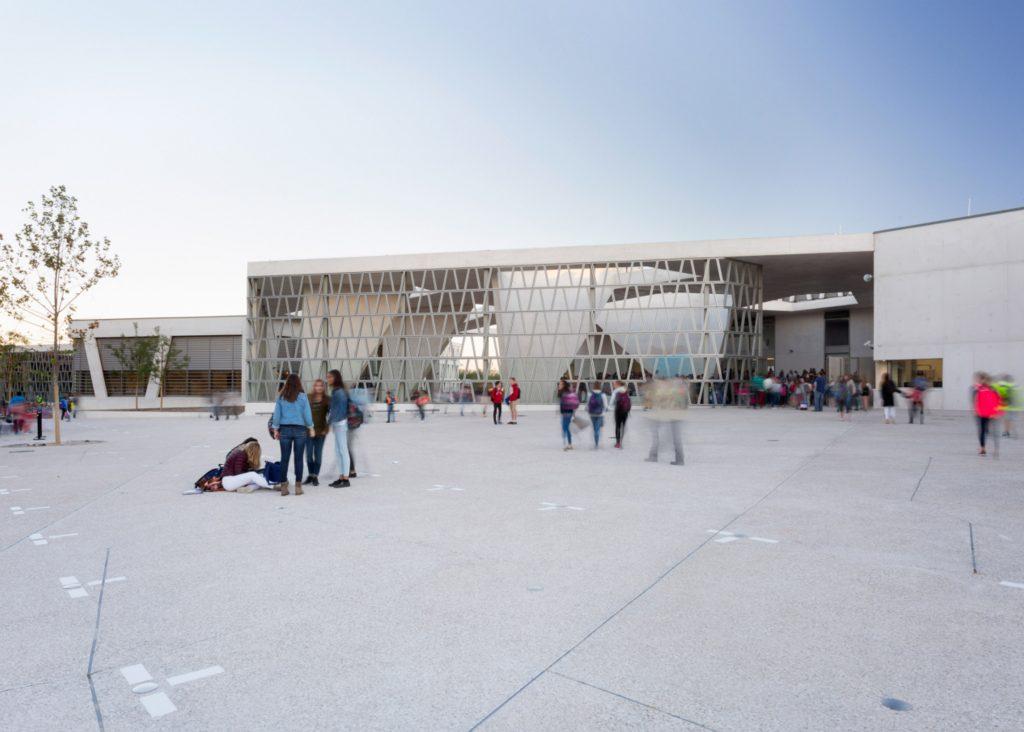 مدارس: مدرسهی آلمانی مادرید، در اسپانیا. از Grüntuch Ernst Architects