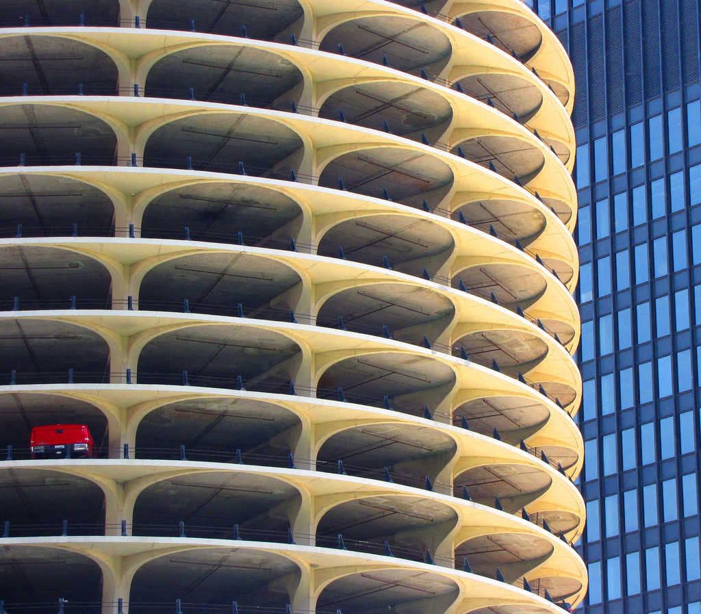 Marina City, Chicago. One-car garage. © O Plasson/Flickr