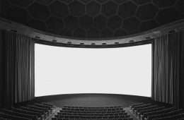 سوگیموتو اغلب وقتی از سالنهای سینما عکاسی میکرد که خالی بود تا در تصاویرش حس ترس و صحنههای آخرالزمانی به وجود آید.