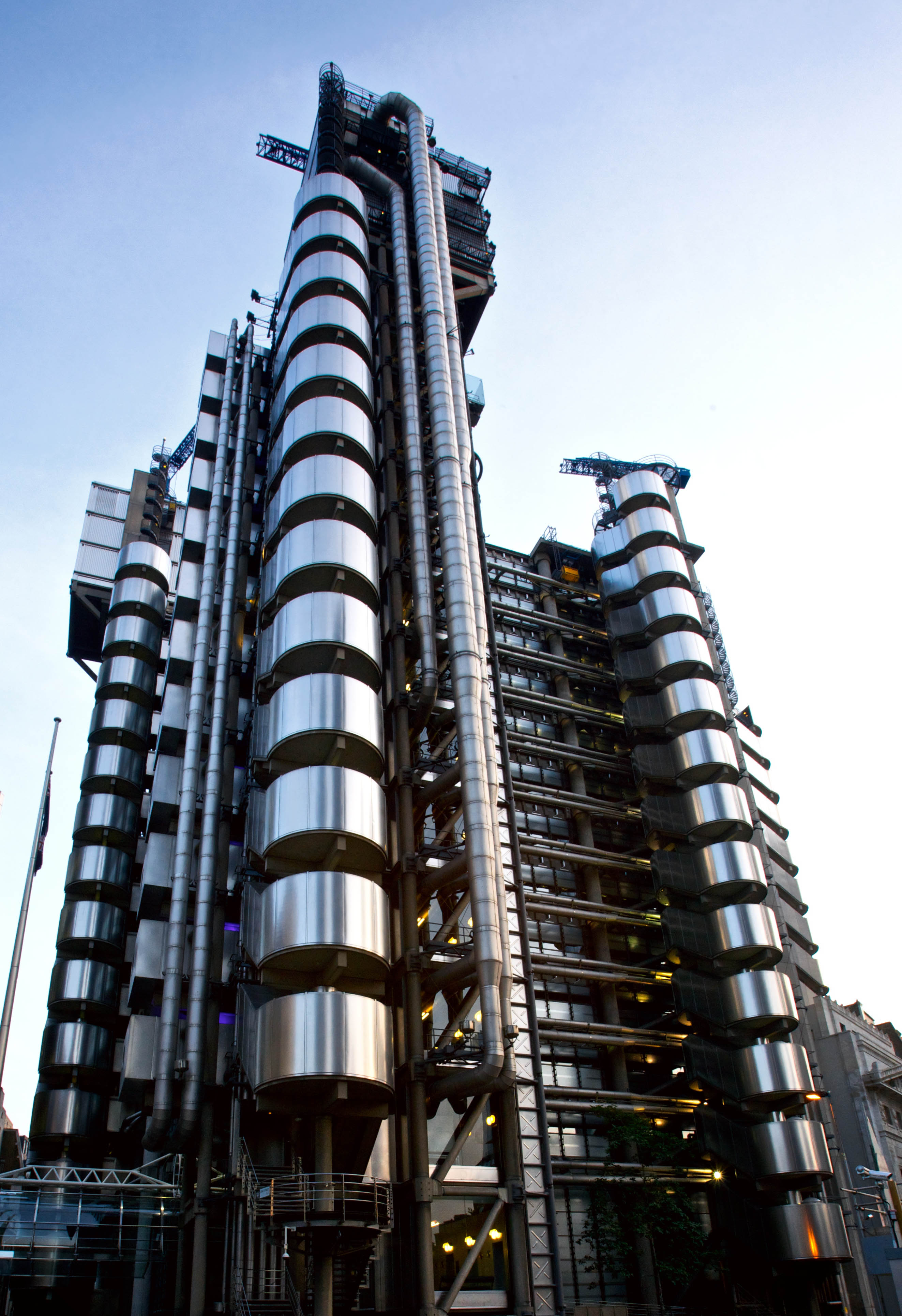 ساختمان لویدز (۱۹۸۶)- اثر ریچارد راجرز