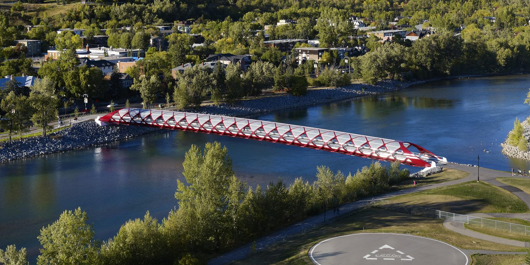 پل عابر پیادهی شهر کلگری در ایالت آلبرتا، کانادا، اثر سانتاگو کالاتراوا