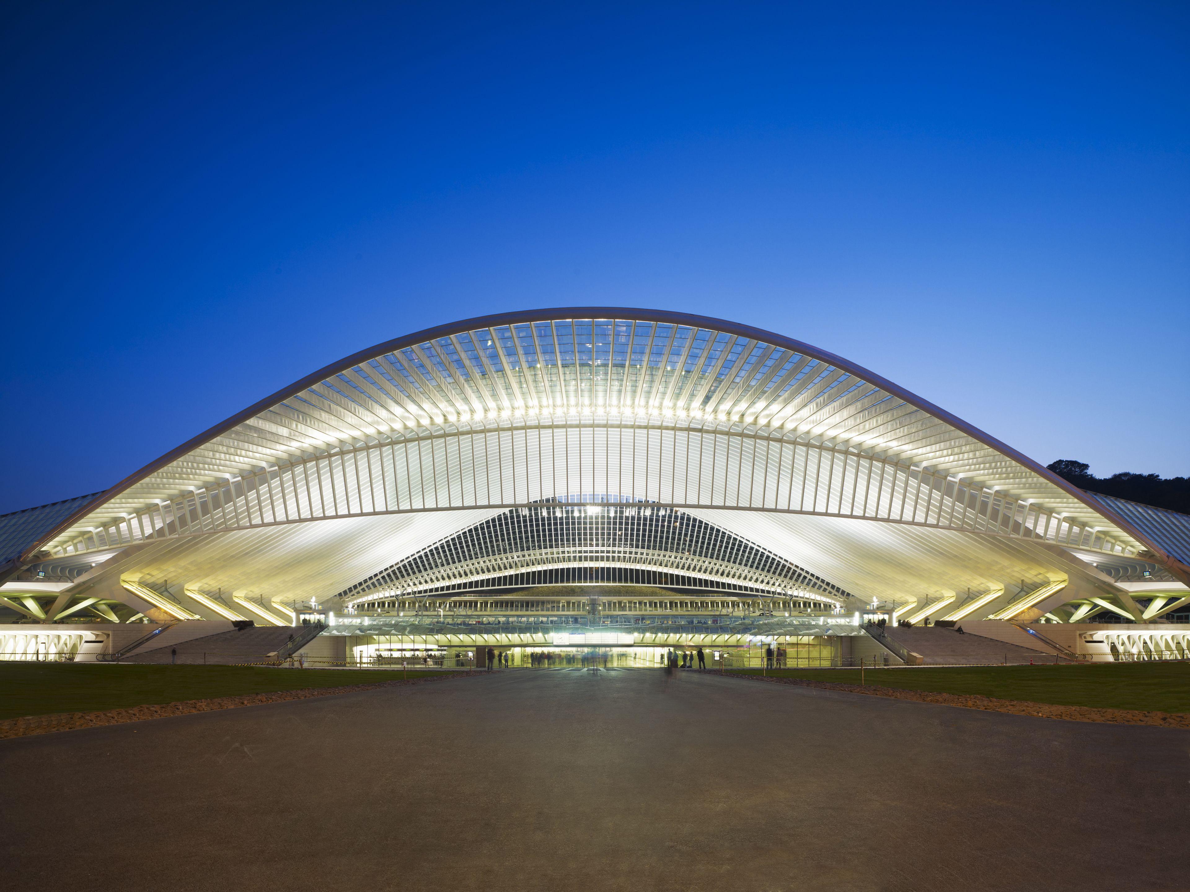 ایستگاه راهآهن لیژ بلژیک، اثر سانتیاگو کلاتراوا