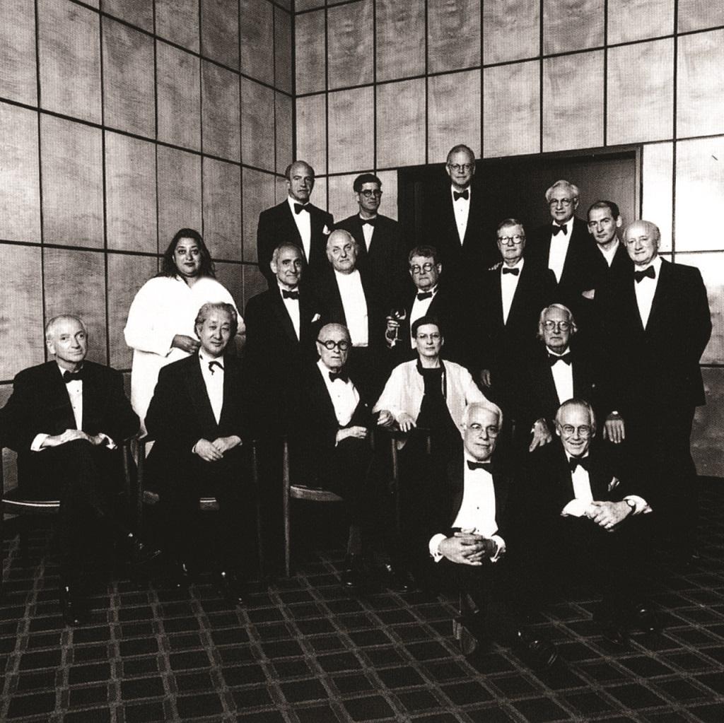 تصویری شامل گروه پنج نیویورک و دوستانشان / تولد نود سالگی فیلیپ جانسون، رستوران چهارفصل نیویورک، ۱۹۹۶