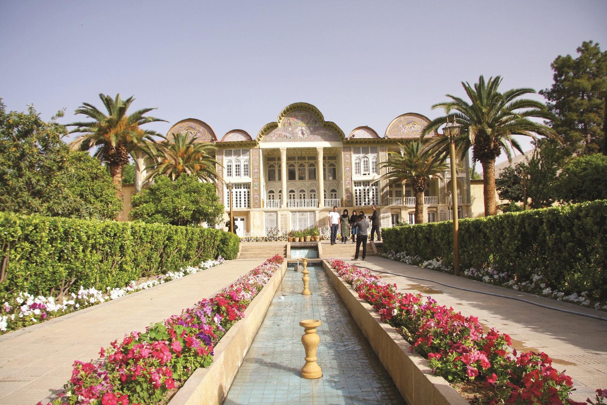 نظام کاشت خطی در امتداد مسیر حرکت باغ- باغ ارم شیراز؛ عکس: فاطمه ناصری آلاشتی