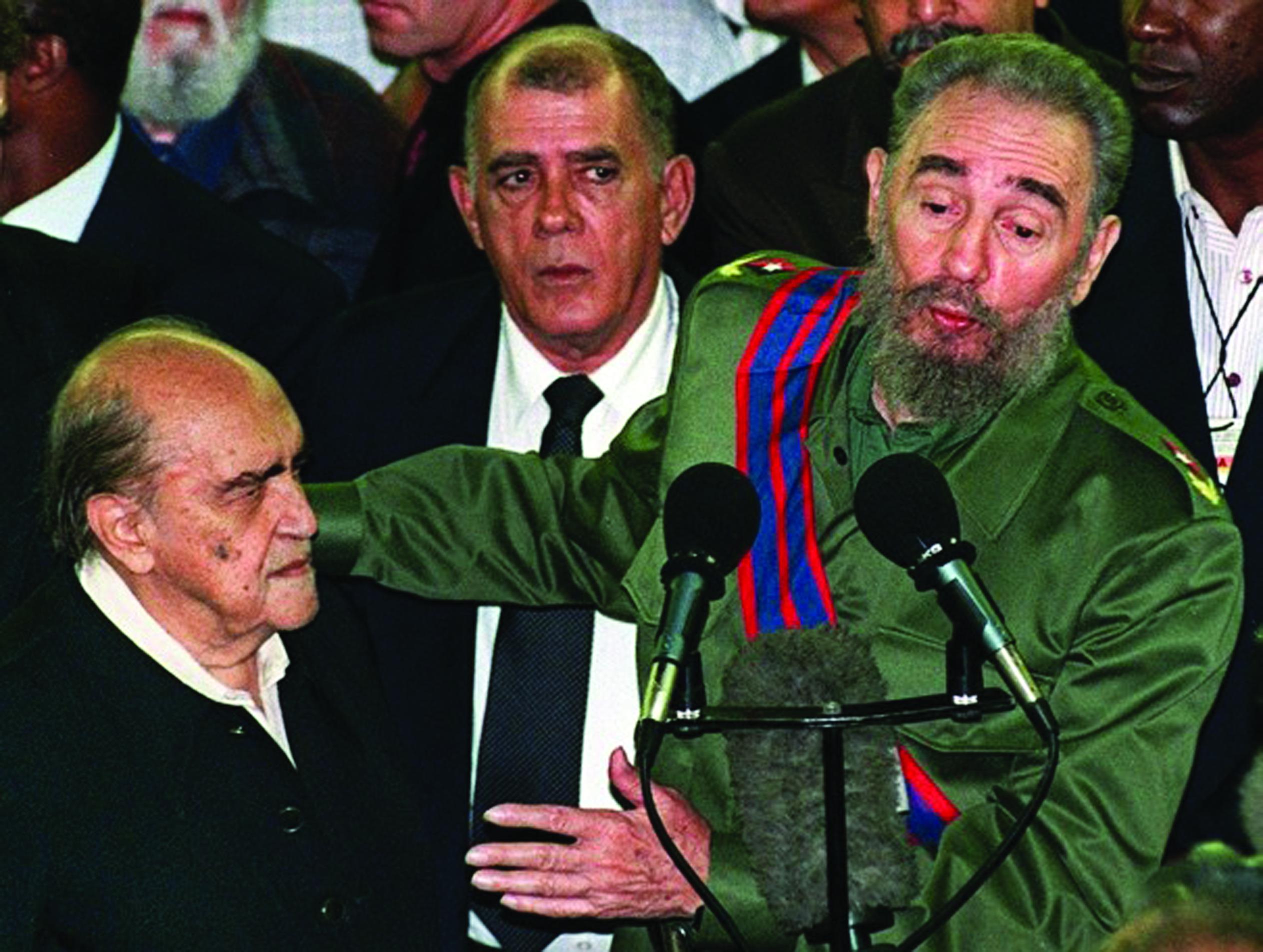 نیمایر و کاسترو در افتتاح موزه هنرهای معاصر