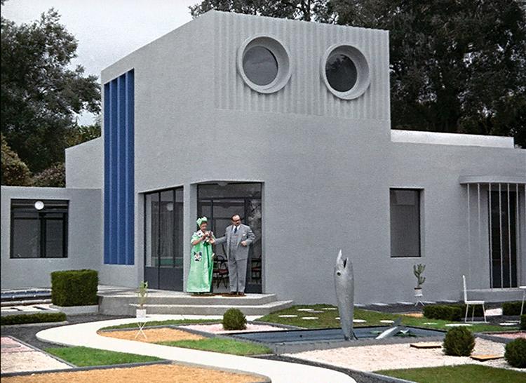 خانه مدرن در فیلم دایی من (۱۹۵۸) که به نظر نمیرسد زندگی موسیو اولو را تسهیل کند