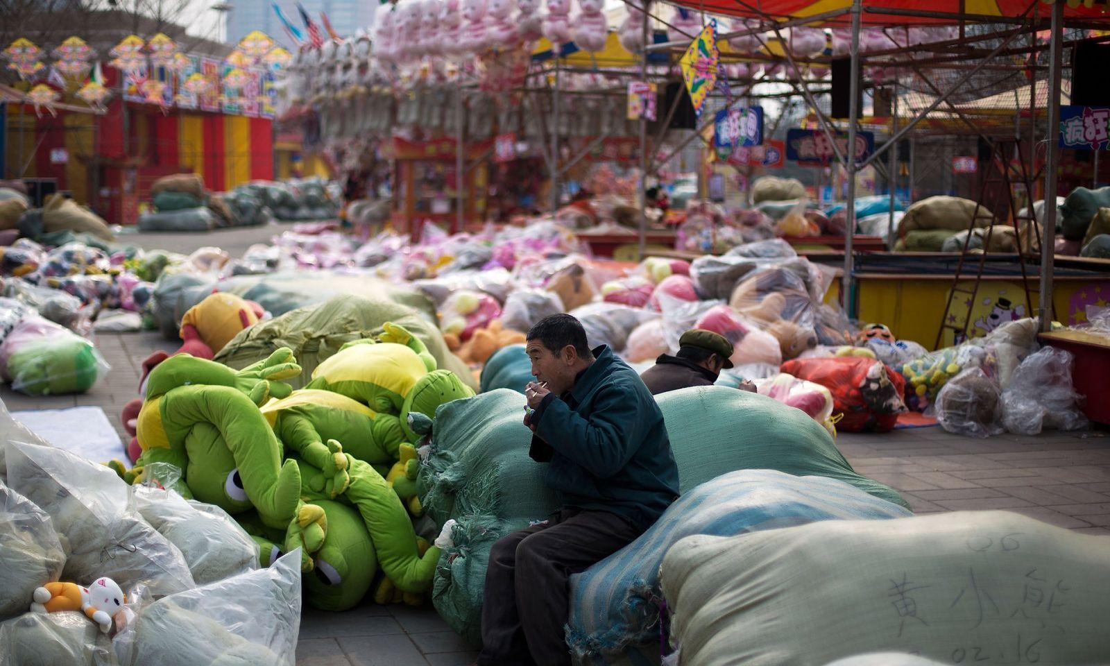 شبکههای ارتباطیِ کارگران مهاجر در چین میتواند انزوا را کاهش دهد؛ اما وضعیت زندگی و کار میتواند دشوار باشد.