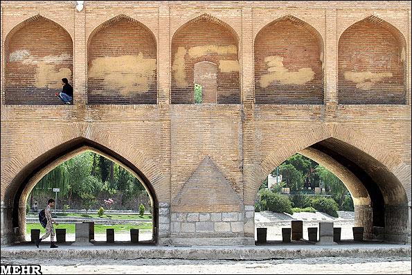 سیوسهپل؛ عکس از خبرگزاری مهر